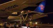 澳大利亚侨胞捐助100吨防疫物资包机运抵武汉