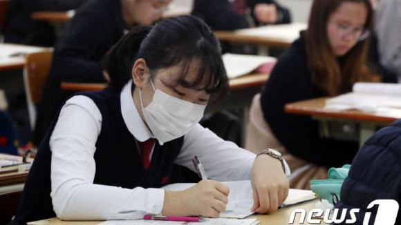 韩国高考前夕疫情急剧反弹:单日新增超500例 8个月最高