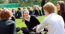 英媒:英国高校为钱坚守线上教学,越来越多学生退学或更改专业